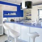idei amenajare bucatarie moderna in alb albastru si bleu