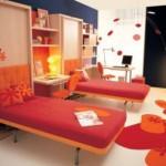 idei amenajare camera doi adolescenti culori rosu portocaliu