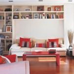 idei mobila living mic rafturi biblioteca pe peretele din spatele canapelei