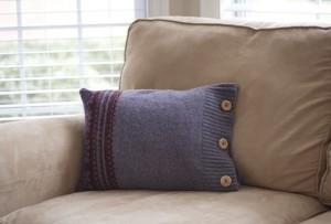 idei pernute decorative din pulovere vechi