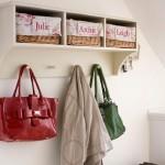 idei rafturi depozitare si cuier pentru hol mic si ingust