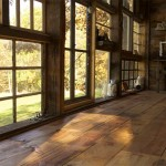 interior cabana lemn din ferestre reciclate
