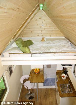 interior casuta de gradina dormitor