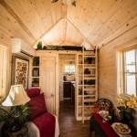 interior casuta lemn minuscula