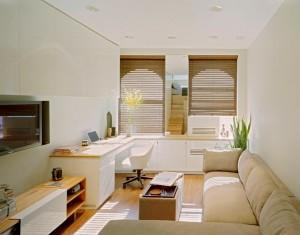 interior living mic apartament decorat in alb si bej