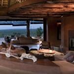 interior living vedere spre terasa exterioara cabana de lux leobo africa de sud