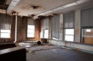 interior scoala veche abandonata