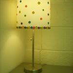 lampa vintage handmade din abajur vechi decorat cu nasturi