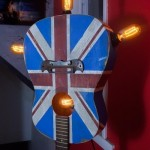lampadar decorativ handmade din chitara veche
