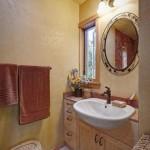 lavoar baie casa mica lemn
