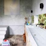 lavoar inzidit baie rustica in casa amenajata intr-un fost grajd