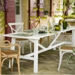 loc de luat masa in stil francez din masa si scaune vechi