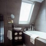 mansarda amenajare baie moderna