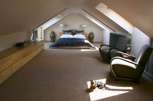 mansarda dormitor