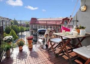 masa scaune balcon apartament