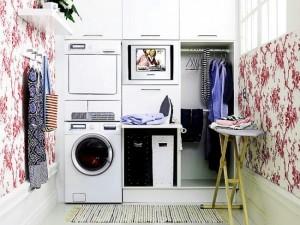 masina de spalat rufe si uscator montate intr-o camera speciala din casa