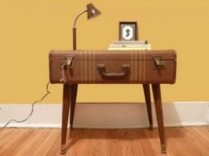 masuta vintage confectionata din valiza veche lemn