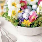 mic aranjament floral cu oua de prepelita pentru Paste