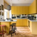 mobila galbena idee amenajare bucatarie de apartament open space