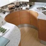 mobila moderna bucatarie forma rotunjita maro cu argintiu