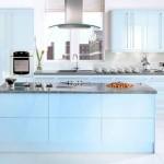 mobila modulara nuante bleu bucatarie moderna cu insula
