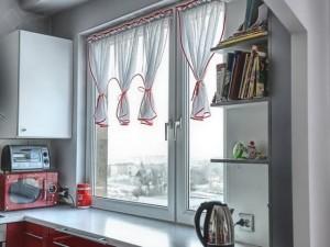 Cum alegi perdeaua pentru fereastra din bucatarie – 11 imagini cu modele si idei