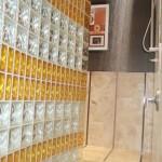 model perete cabina dus din caramida de sticla colorata