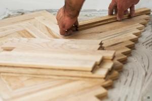 montare parchet lemn masiv