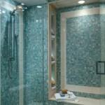 mozaic nuante de bleu si turcoaz interior cabina de dus walk in