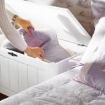 noptiera dormitor din cufar din lemn