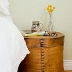 noptiera pat dormitor din cufar rotund vintage