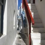 o strada foarte ingusta in capitala insulei Mykonos
