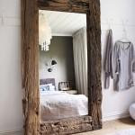 oglinda mare in rama de lemn vechi