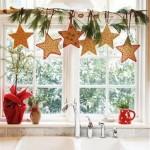 ornament craciun fereastra ghirlanda stelute din turta dulce