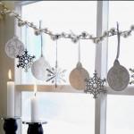 ornament craciun pentru fereastra din margele globuri si fulgi
