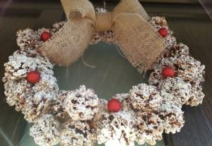 ornamente Craciun - coronita pentru usa de la intrare din conuri de brad
