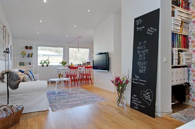 panou decorativ living stil scandinav vopsit cu vopsea cu efect de creta