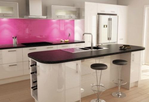 panou sticla colorata roz bucatarie