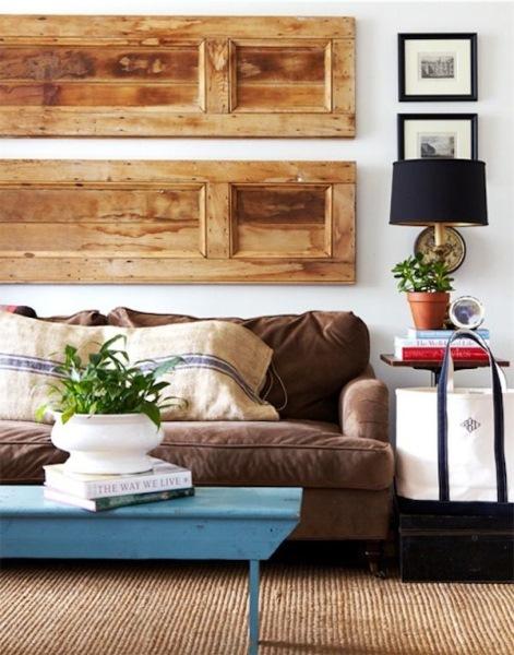 panouri decorative perete living din usi de lemn reciclate
