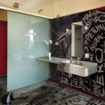 pardoseala epoxidica personalizata interior baie moderna