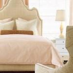 pat dormitor cu tablie capitonata nuanta crem