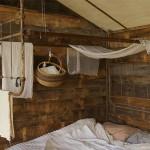 pat interior casuta lemn din padure