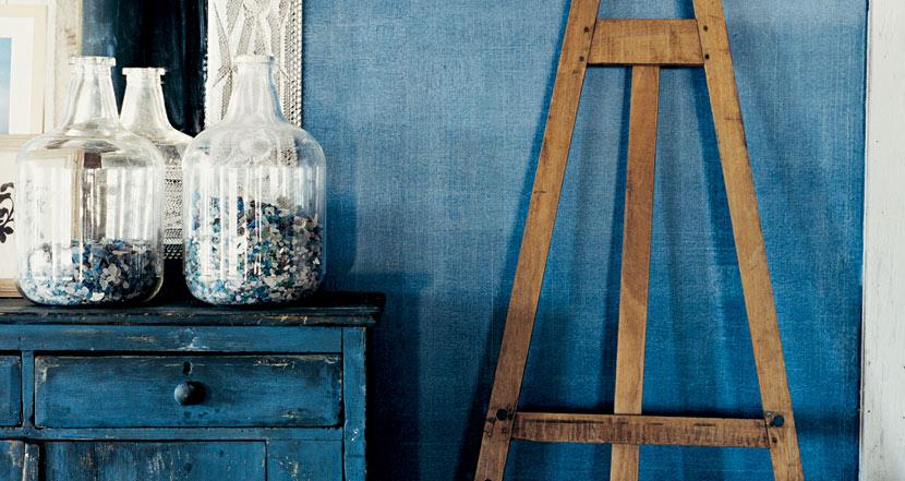 perete vopsit albastru denim