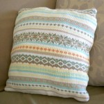 pernuta decorativa handmade din pulover vechi tricotat