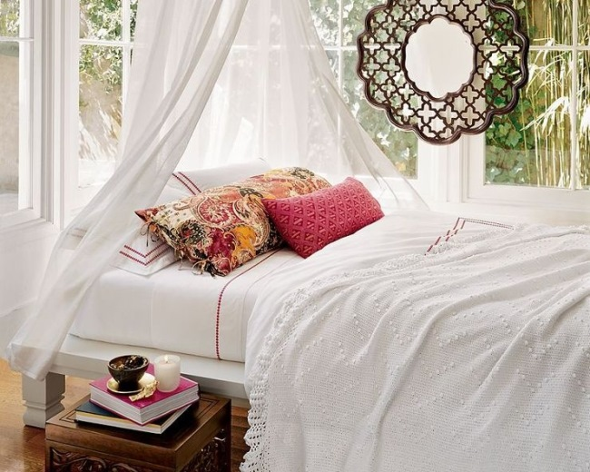 Pernute decorative pat dormitor romantic