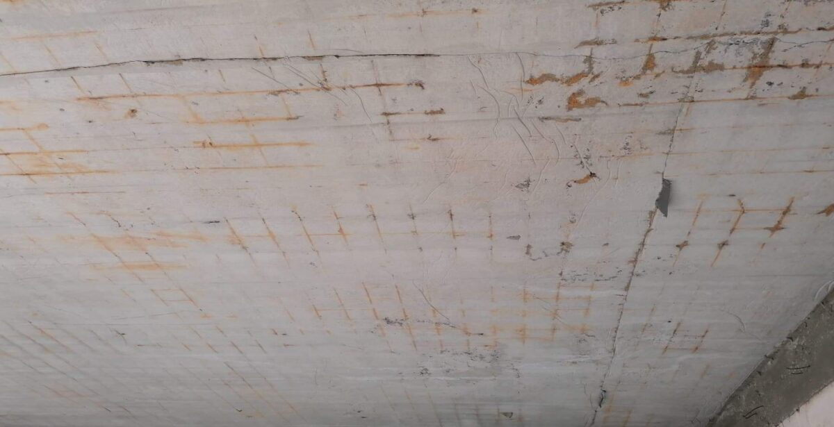 placa-fisurata-se-vede-fierul-beton