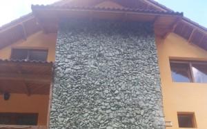 Placarea peretilor casei, cu piatra, o varianta de efect