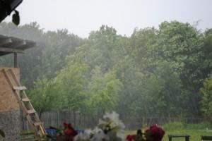 ploaie si grindina la tara