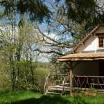 prispa rustica mica a casei din lemn din Dordogne Franta