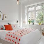 raft decorativ perete deasupra patului din dormitor